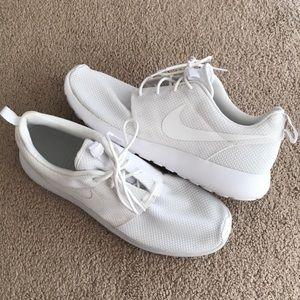 Nike Roshe One white shoes